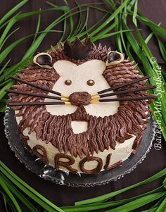 Löwen- Torte Just the right birthday cake for little lions! In any case, the children's birthday party with its jungle theme will be a complete success. Fall Recipes, Sweet Recipes, Lion Cakes, Jungle Cake, Jungle Theme, Torte Recipe, Cake & Co, Food Humor, Creative Food