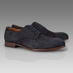 Paul Smith men's shoes encompasses formal oxfords, brogues & boots alongside brightly coloured or printed trainers & more casual styles. Suede Oxfords, Blue Suede Shoes, Brogues, Oxford Shoes Outfit, Casual Shoes, Dress Shoes, Derby, Mens Designer Shoes, Men S Shoes