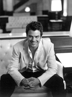 Josh Duhamel...so very attractive.