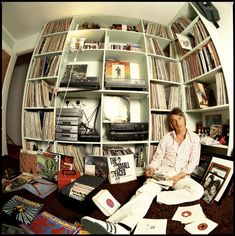 That bloke from The Jam. Paul Weller and his collection Ten Famous People with Vinyl The Style Council, Paul Weller, Dangerous Minds, Audio Room, Vinyl Junkies, Dj Booth, Record Players, Record Collection, Vinyl Records