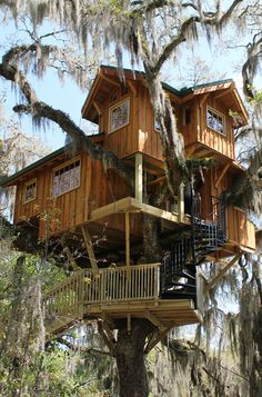 Spirit of the Suwannee - Live Oak, FL tree house by the Tree House Guys, DIY network Beautiful Tree Houses, Cool Tree Houses, Floating Architecture, Architecture Details, Live Oak Florida, Luxury Tree Houses, Tree House Designs, Cabin Tent, House Deck