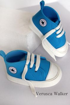 Star all shoe by Verusca Walker  Tutorial at Cakes Decor
