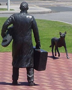The statue represents all the 'Two Pound Poms' who arrived at Fremantle Harbour in Western Australia being welcomed by a dingo. Perth Australia, Australia Travel, Western Australia, Sculpture Art, Sculptures, Bronze, Statues, Great Barrier Reef, Land Art