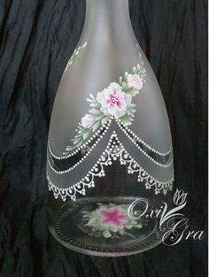 Discover thousands of images about OxiGra: Komplecik Glass Bottle Crafts, Wine Bottle Art, Painted Wine Bottles, Diy Bottle, Painted Wine Glasses, Bottles And Jars, Glass Bottles, Decorated Bottles, Lace Painting