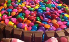 Bolo 'cercadinho' de chocolate com confete - Receitas - Receitas GNT