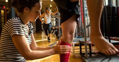 New Yorkers training for the big race, beset with injuries big and small, flock to physical therapists in the weeks leading up to the event. New York Marathon, Physical Therapist, Lean Body, Finish Line, Ways To Lose Weight, Strength Training, Ny Times, Jogging, Physics