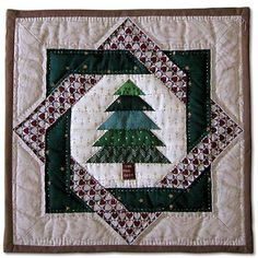 Patchwork quilt navidad christmas decorations 68 ideas – Famous Last Words Christmas Sewing, Christmas Projects, Christmas Quilting, Christmas Patchwork, Small Quilts, Mini Quilts, Quilt Block Patterns, Quilt Blocks, Quilting Projects