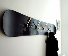 Altes Skateboard als Flurgarderobe Snowboard ? Boy Room, Kids Room, Skateboard Furniture, Skateboard Decor, Boys Skateboard Room, Skateboard Outfits, Skateboard Shelves, Skateboard Backpack, Deco Surf