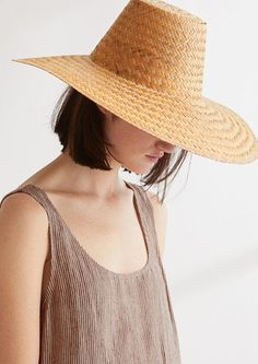 Hand woven from palm leaf by craftsmen in Mexico. Grosgrain tape around interior. The palm is sourced from farm collectives who grow it to subsidise their earnings. Fashion Shoot, Editorial Fashion, Fashion Beauty, Beach Wardrobe, Silk Bandana, Woven Scarves, Leather Bags Handmade, Caps For Women, Simple Outfits