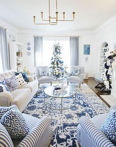 Rugs In Living Room, Home And Living, Living Room Designs, Living Room Decor, Blue And White Living Room, Blue Living Rooms, Blue And White Rug, Blue Rooms, White Rooms