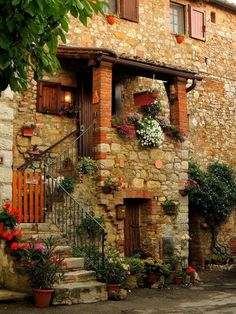Tuscan style – Mediterranean Home Decor Beautiful Homes, Beautiful Places, Italian Villa, Tuscan Style, Stone Houses, Countryside, Architecture Design, Scenery, Around The Worlds