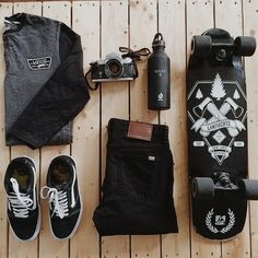 One great thing about men's fashion is that while most trends come and go, men's wear remains stylish and classy. However, for you to remain stylish, there are men's fashion tips you need to observe. Mode Man, Skater Outfits, Skateboard Design, Skateboard Gear, Skateboard Outfits, Cooler Look, Skater Girls, Latest Mens Fashion, Thrasher