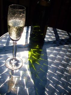 """For the first time ever, Britain's wine drinkers are spending more on prosecco than they are on Champagne,""... http://www.snooth.com/articles/brits-create-sparks-in-sparkler-showdown/"