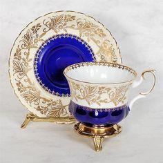 "Royal albert ""rockingham series"" teacup & saucer - blue/white with gilded design Tea Cup Set, My Cup Of Tea, Tea Cup Saucer, Tea Sets, Vintage High Tea, Vintage Cups, Vases, Porcelain Dinnerware, Royal Albert"