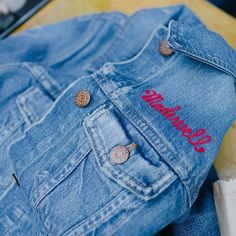 SF friends! Madewell is monogramming denim (100% on us!) with our expert chainstitching friends @lotstockandbarrel on Sunday 3/13 from 12-6pm. Come shop sip  get your denim embroidered #denimmadewell  by hanburglar