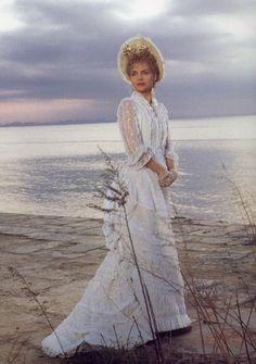 The Age of Innocence (1993) Michelle Pfeiffer as Ellen, Countess Olenska. Director: Martin Scorsese & costume design: Gabriella Pescucci