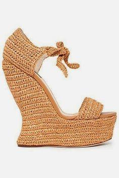 Santa Clara Artesanato: Sapatos, sapatilhas, sandálias e tênis de crochê?!... http://santaclaraartesanato.blogspot.com.br/2014/01/sapatos-sapatilhas-sandalias-e-tenis-de.html#links