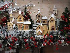 Villaggio innevato. Online idee creative per vetrine e allestimenti natalizi. Nuove idee particolari per questo natale su shopguerrini.com