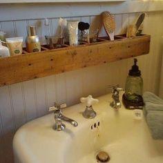Uma boa solução para um lavabo sem bancada.  #decor #instadecor #instacool #decoracao #design #decoracao #decor #decora #decorei #interiores #decorar #decorada #decorado #arquitetura #inspiracao #diy #facavocemesmo #maonamassa #doityourself