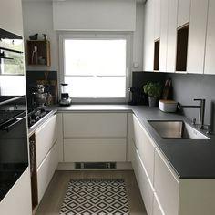 In our little kitchen - Modern Kitchen Apartment Kitchen, Kitchen Interior, Kitchen Decor, Little Kitchen, Kitchen Small, Kitchen Trends, Cuisines Design, Modern Kitchen Design, Kitchen Organization