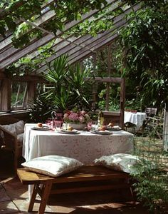 Just give me a book and a big glass of tea. Looks like the perfect cozy spot to hide out.