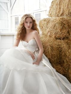 Tiered Beautiful Natural Ball Gown Wedding Dress with Strapless Sweetheart Neckline