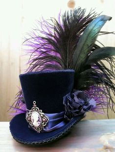 Tiny Top Hat / Mini Top Hat / Purple Velvet / Cameo / Feathers Love mini top hats, they are so awesome! Moda Steampunk, Steampunk Hut, Steampunk Costume, Victorian Steampunk, Steampunk Fashion, Victorian Hats, Gothic Fashion, Emo Fashion, Victorian Fashion