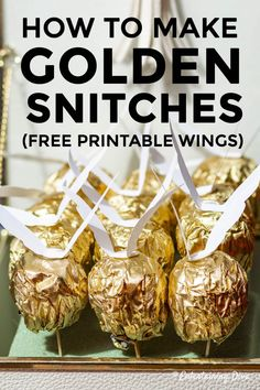 These DIY golden snitches are make great decorations or party favors for your Harry Potter party. With the free printable golden snitch wings and some Ferrero Rocher chocolates, these are really easy to do. Harry Potter Candy, Harry Potter Decor, Harry Potter Gifts, Harry Potter Birthday, Anniversaire Harry Potter, Golden Snitch, Party Treats, Party Favors, Party Food And Drinks