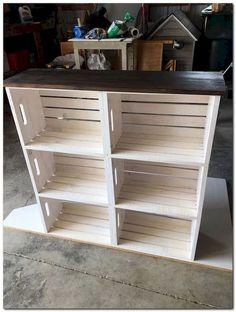 DIY bútorok Wooden crate bookshelf DIY How Contemporary Office Furniture Can Help Yo Wooden Crate Shelves, Crate Bookshelf, Wooden Crate Furniture, Wooden Crate Kitchen Storage, Crate Shelving, Diy Shelving, Build A Bookshelf, Farmhouse Office Storage, Industrial Shelving Diy
