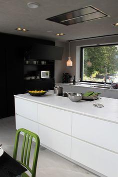 Koti 3:lle - black & white kitchen