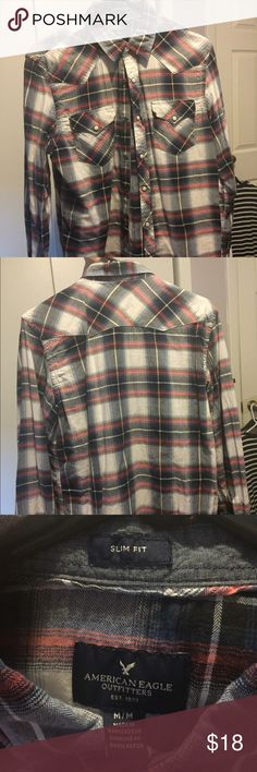Men's Plaid American Eagle Pearl Button Up Men's medium (slim fit) Plaid pearl button up from American Eagle, it has only been worn 3 or 4 times but sadly it doesn't fit me anymore. It is in great condition, comes from a smoke-free home and I'm willing to negotiate. American Eagle Outfitters Shirts