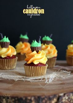 Halloween Cauldron Cupcakes...easy cupcakes for a last minute Halloween treat that's totally impressive!