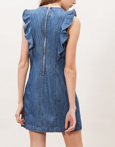 How To Wear Denim Dresses Ideas 92 Source by figueredoysef dress outfits Jean Dress Outfits, Jeans Dress, Denim Dresses, Casual Dresses, Denim Dress Outfit Summer, Dresses Dresses, Dress Clothes, Blue Denim Dress, Denim Outfit