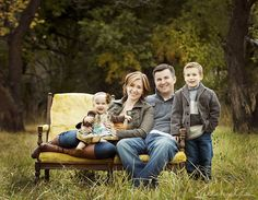 Adorable family photo poses and ideas