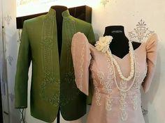 Colored modern barong tagalog is a winner! Filipiniana Wedding Theme, Filipiniana Dress, Wedding Outfits For Groom, Wedding Groom, Baro't Saya, Barong Tagalog, Cotton Eyed Joe, Fashion Clothes, Fashion Outfits