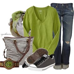 Casual Outfit with green tones and of course the Converse tennis shoes.