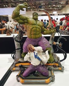 Hulk transformation statue by . Marvel Comic Universe, Hulk Marvel, Marvel Heroes, Marvel Comics, Thanos Marvel, Comic Books Art, Comic Art, Bruce Banner Hulk, Marvel Statues
