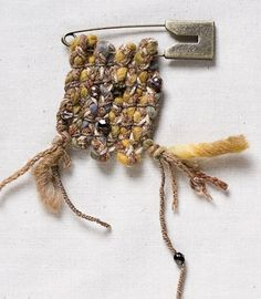 crochet: grrlandog: chignonue: kickcanandconkers: Organic brooch by Isisis via a life lighter Fiber Art Jewelry, Textile Jewelry, Fabric Jewelry, Jewelry Art, Jewelry Design, Jewellery, Weaving Textiles, Tapestry Weaving, Textiles Techniques