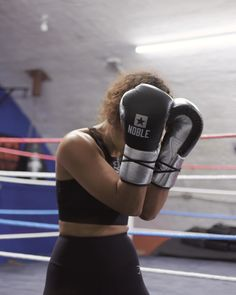 Ruqsana Begum trained in secret for five years, until the weight of her secret life finally got the better of her. Find out how she came back stronger than ever. Boxing Training Women, Women Boxing Workout, Mma Workout, Muay Thai Training, Kickboxing Workout, Gym Workouts, Boxe Fight, Boxe Fitness, Boxing Videos