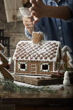 PEPPARKAKA HUS huis van gemberkoek | #IKEA #IKEAnl #Kerst #gember #gemberkoek #sneeuw #poedersuiker #kinderen