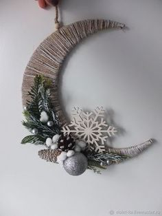 moon crafts for kids ; moon crafts for toddlers ; moon crafts for kids preschool ; moon crafts for preschoolers Country Christmas Decorations, Ramadan Decorations, Easy Christmas Crafts, Noel Christmas, Christmas Projects, Simple Christmas, Christmas Wreaths, Christmas Gifts, Christmas Ornaments