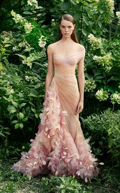 Marchesa Spring 2020 Ready-to-Wear Collection - Vogue Evening Dresses, Prom Dresses, Formal Dresses, Wedding Dresses, Chiffon Dresses, Pageant Gowns, Club Dresses, Peach Dresses, Designer Evening Gowns