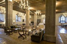 Salon chimenea Parador de Siguenza Spas, Housekeeping, Dining Table, Chandelier, Ceiling Lights, Mirror, Lighting, Wi Fi, Business
