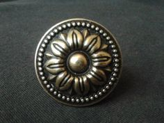 Dresser Knob Drawer Knobs Pulls Handles Sun Flower / Cabinet Knobs Pull Handle / Vintage Furniture Knob Brass Hardware Antique Bronze 111 Material: zinc alloy Color: antique bronze Measurement: Dia: around 1 mm) When installed the . Knobs And Handles, Knobs And Pulls, Door Handles, Vintage Drawer Pulls, Vintage Drawers, Bronze Door Knobs, Brass Hardware, Dresser Drawer Knobs, Cabinet Knobs