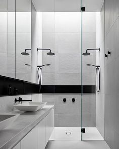 Feature niche in this beautifully minimal, monochrome bathroom. Design by built by 📷 Minimalist Bathroom Design, Modern Bathroom Design, Bathroom Interior Design, Modern Bathrooms, Design Kitchen, Kitchen Interior, Modern Interior, Bathroom Design Inspiration, Toilet Design