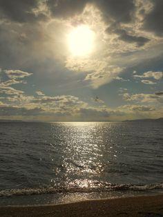 Una spiaggia greca...   #nikon , #photo , #sea , #seascape , #spiaggia , #sky , #sun , #horizons , #skyline , #foto , #mare , #orizzonte , #sole