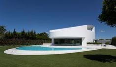 Balint House, ein Luxusdesignhaus in Ellipsenform in Valencia