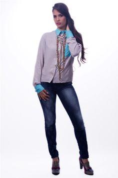 Blusa Ejecutiva Gris $ 27.000 www.ropaalmadivina.com #almadivina #actual #accesorios #estilo #ejecutivo #ropa #tendencias #outfits #prendas #actual #almadivina #diseño #novedades #casual #chic #collar #moda  #zapatos #tacones #sandalias