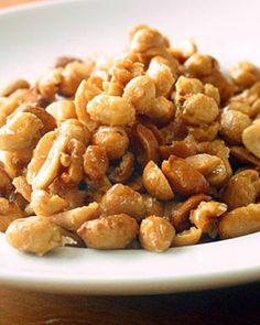 Spiced Almonds, Honey Roasted Peanuts, Roast Peanuts Recipe, Peanut Recipes, Kid Snacks, Cooking School, Us Foods, Candies, Spices