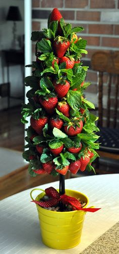 HOW TO: Strawberry Topiary Tree